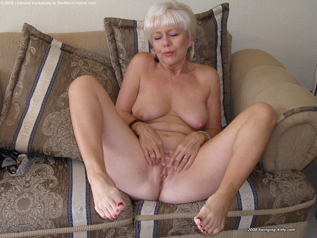 Southern charms swinging kitty