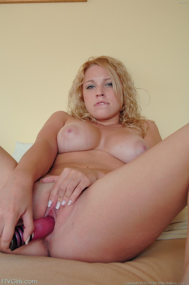 Crystal makes herself cum with a vibrator; Masturbation