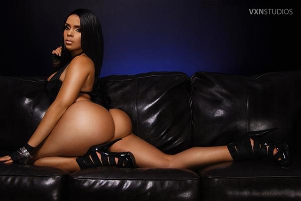 Raquel Reign; Ass